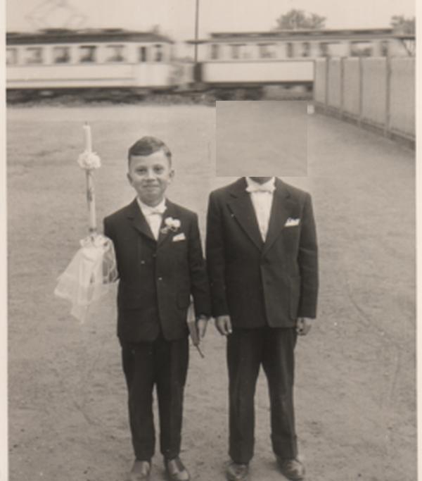 Mein einziges Bild mit fahrender OEG. 1961. Der Anlass ist klar, der Herr daneben tut heute nichts mehr zur Sache.