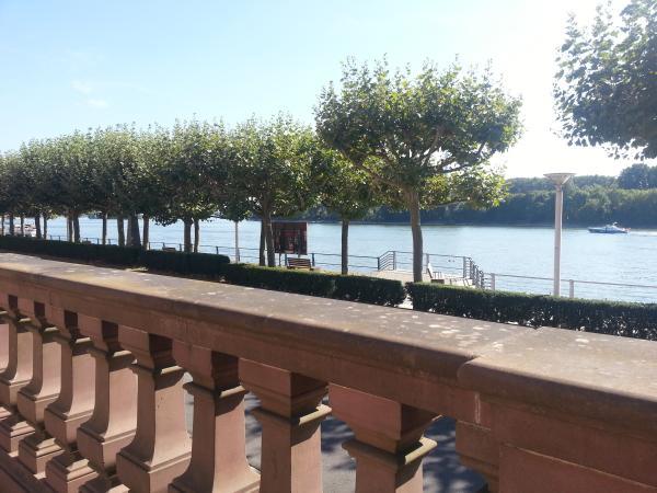 Rheinpromenade Wiesbaden-Biebrich